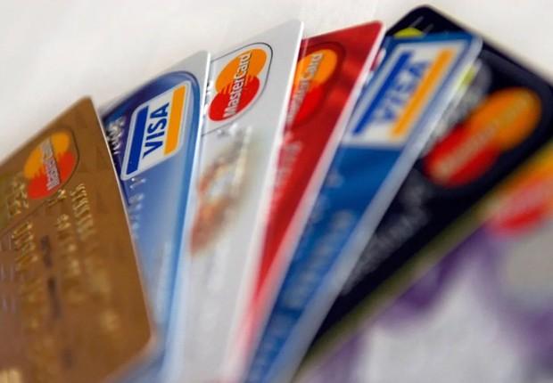 Maioria dos brasileiros deixam dinheiro de papel